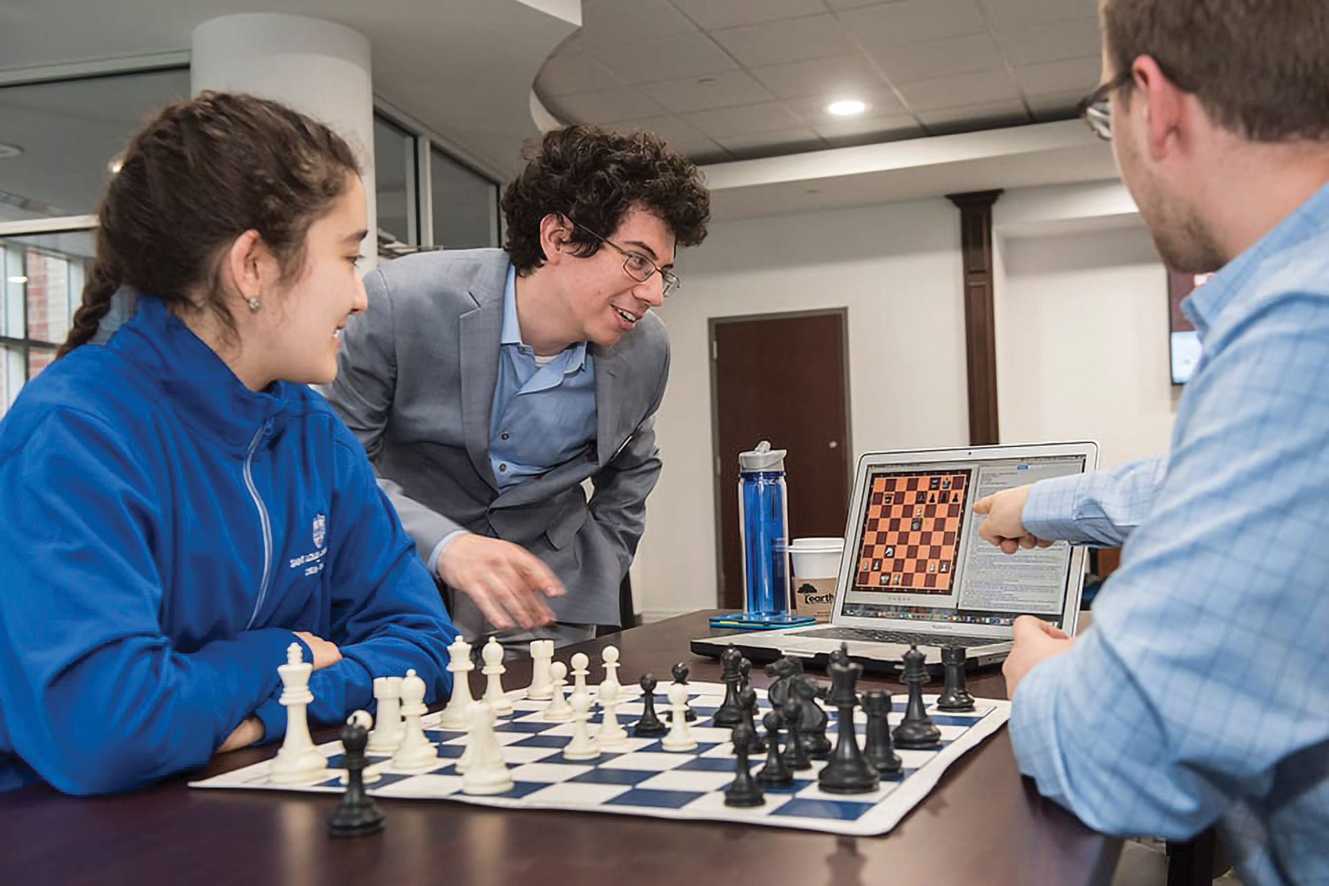 GM Alejandro Ramirez coaching at SLU