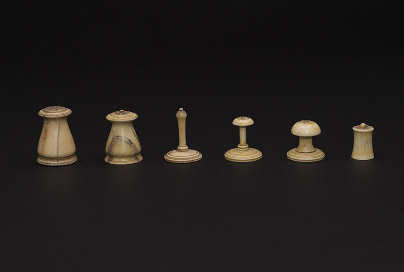 Islamic Red and White Ivory Set, 1800