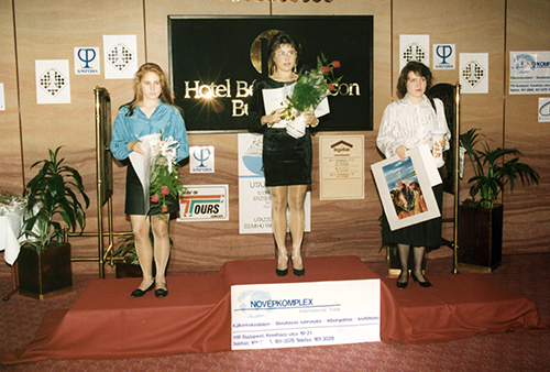 Judit Polgar, Susan Polgar, and Alisa Galliamova during Award Ceremony at the 1992 Women's World Blitz Championship