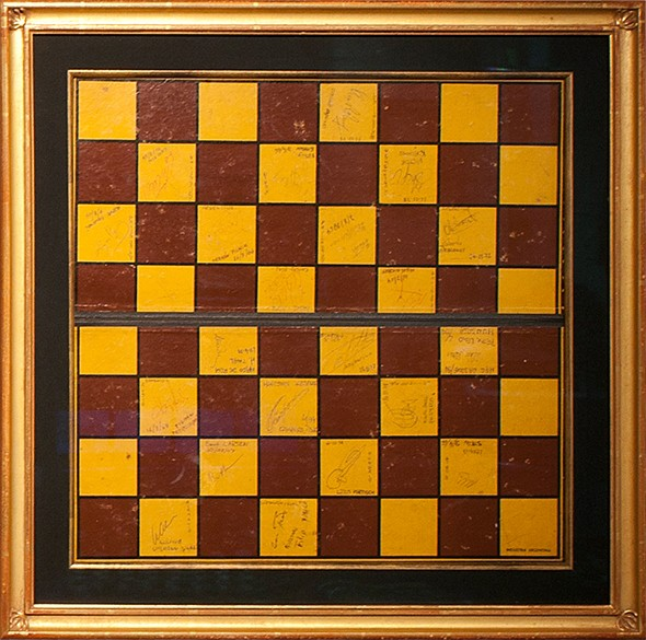 autographed-chess-board--20th-century-signatures585