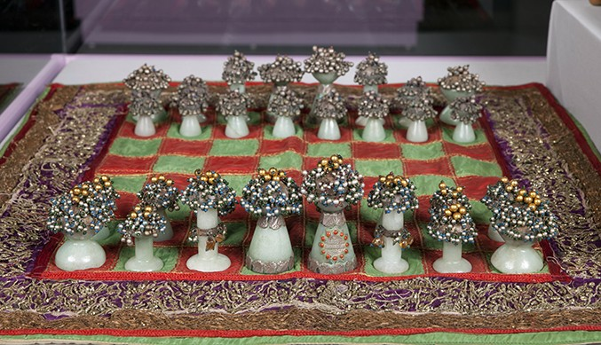 bundi-jade-and-silver-chess-set677