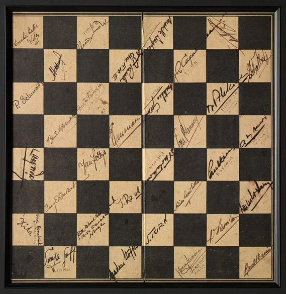 chess-board-with-autographs--1939-chess-olympiadbwhite585