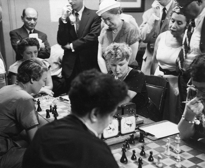 jacqueline-piatigorsky-against-mona-may-karff-1955-us-womens-championship