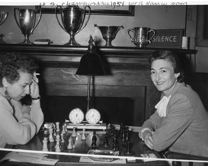 nancy-roos-and-jacqueline-piatigorsky-at-the-1951-us-womens-chess-championship